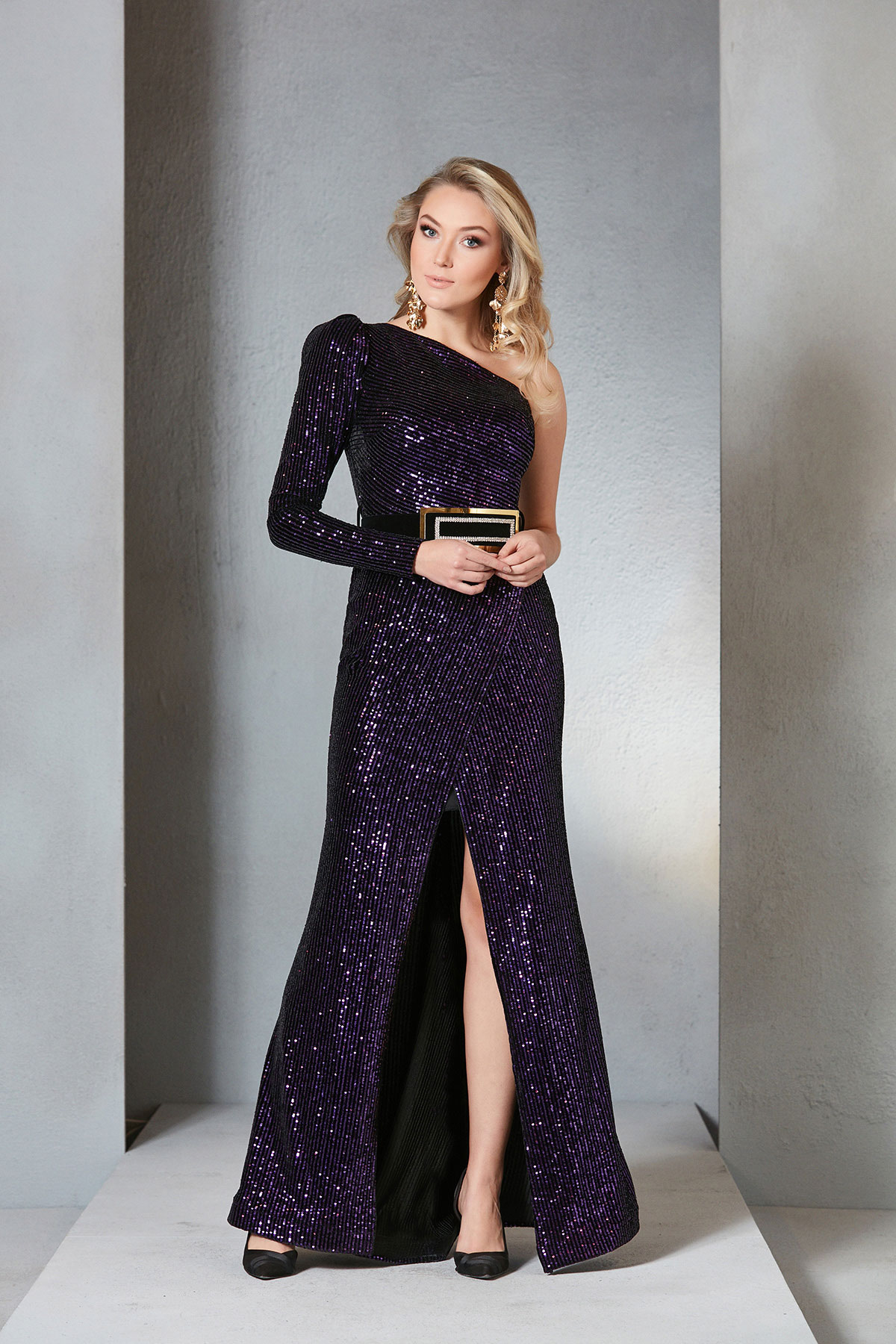 Striking color of the 2019 Autumn Winter Season in gowns, ´purple´